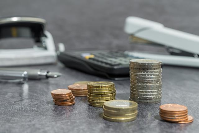 Solidární daň neplatí jen boháči, ale i běžní zaměstnanci. Jak ji získáte zpět?