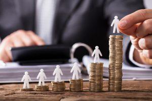 Konec superhrubé mzdy. Co to udělá s vaší výplatou?