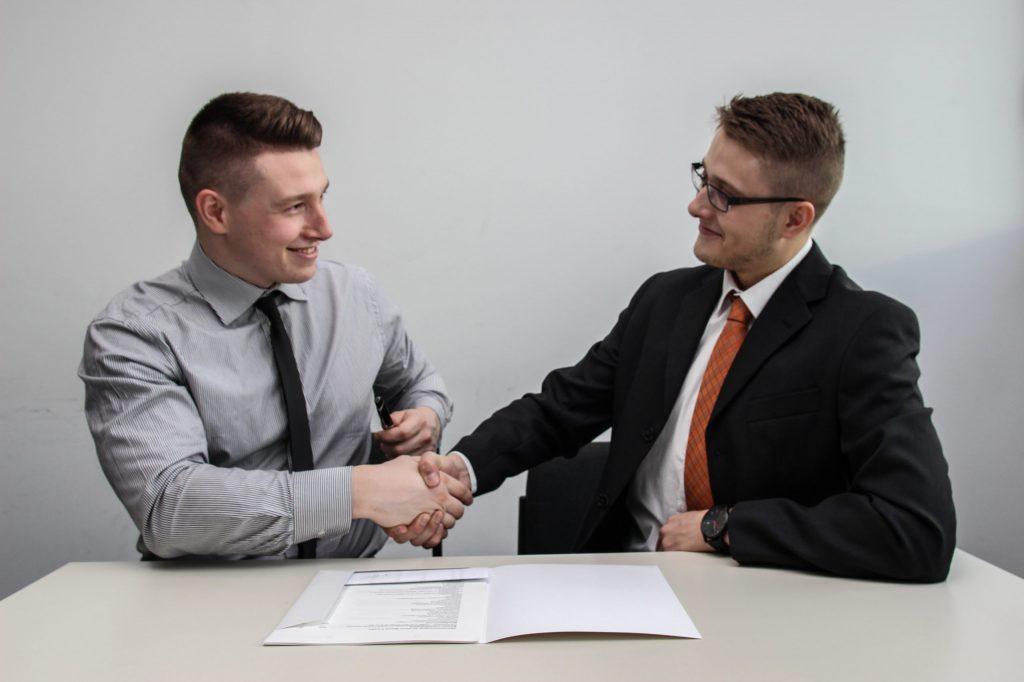 HPP, dohoda, nebo IČ? Jak správně vybrat typ smlouvy pro prvního zaměstnance