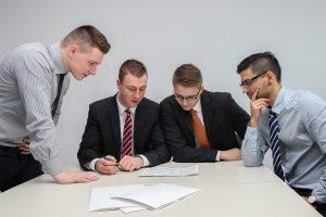 Kdy počítat mzdy interně a kdy si najmout externí účetní